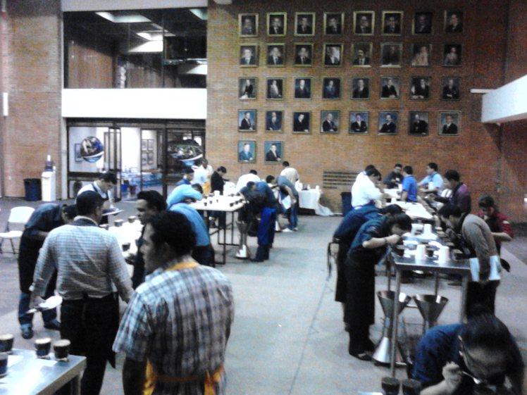 Entrenamiento y selección de catadores en la sede de Anacafé, Guatemala.